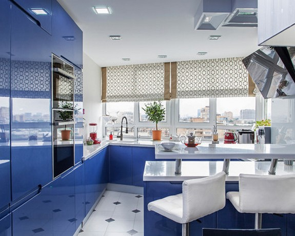 римские шторы в кухне-гостиной