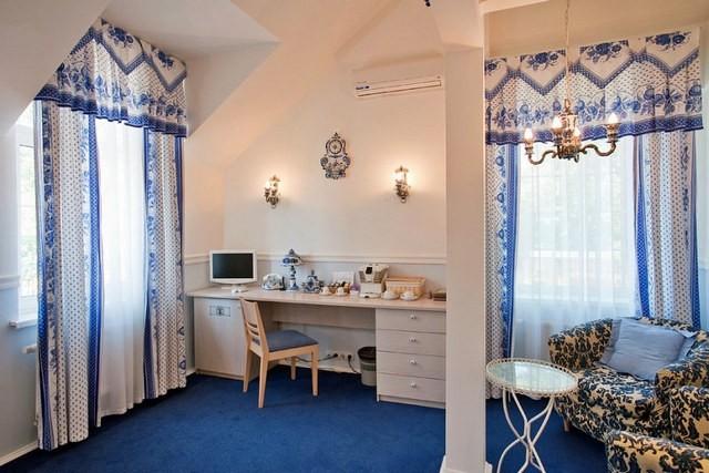 шторы в русском стиле с расцветкой гжель