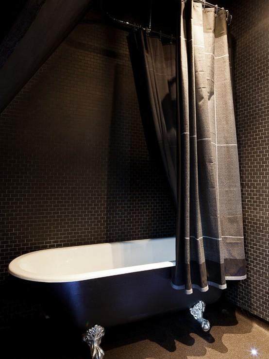 тканевая занавеска в небольшой ванной комнате
