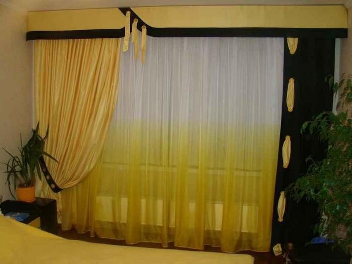 желтый тюль и черные портьеры в спальне