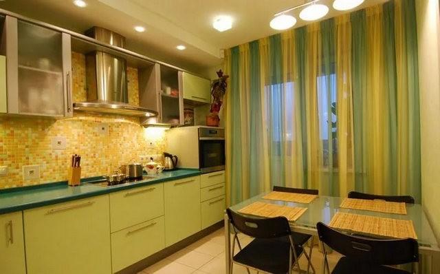 зелный и желтый тюль в кухне хай тек