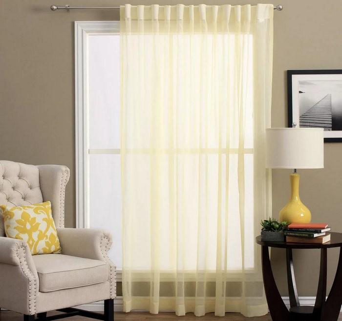 бледно-желтый тюль в гостиной