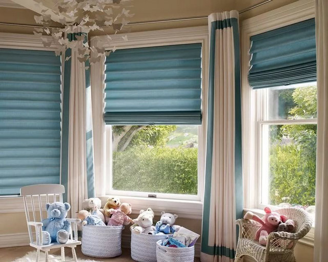 короткие римские шторы в детской комнате