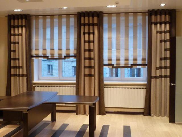 короткие римские шторы в рабочем кабинете
