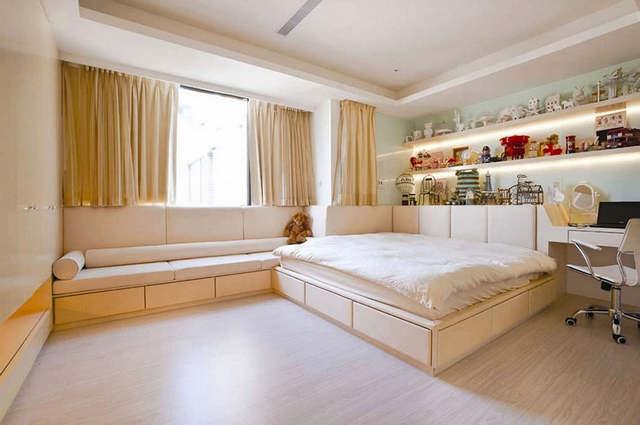 шторы до подоконника в спальной комнате