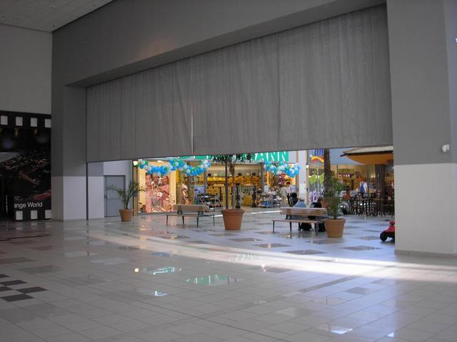 противопожарная штора в торговом центре