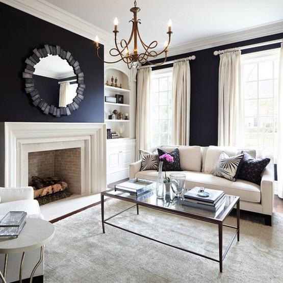 шторы на люверсах в гостиной с черными стенами