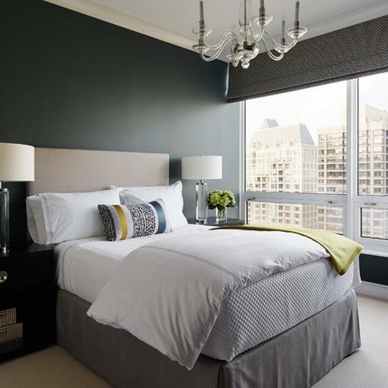 серые римские шторы к темно-серым стенам в спальне