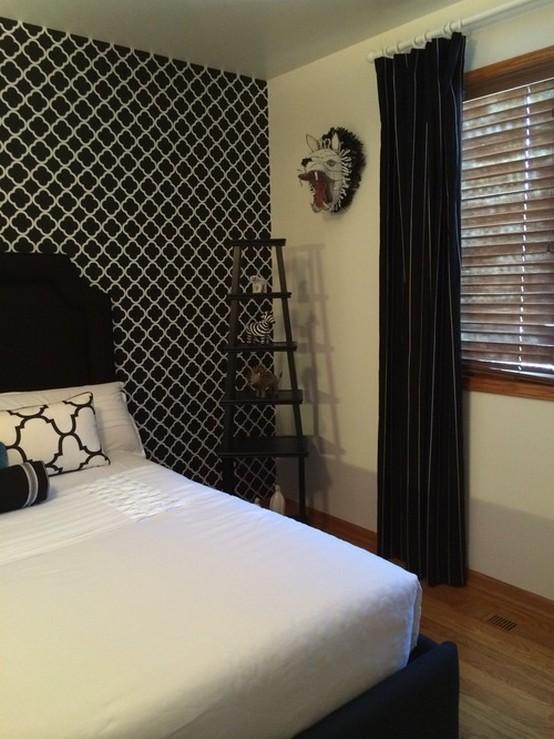 фото штор к черно-белым обоям в спальне