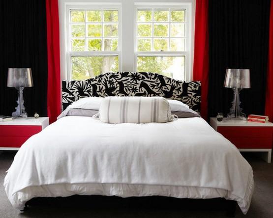 красно-черные шторы под черные стены спальни