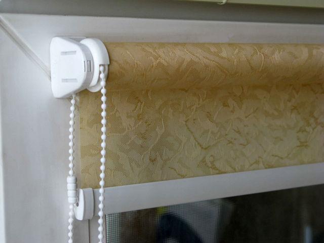как установить рулонные шторы своими руками