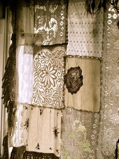 шторы в стиле пэчворк из вязаных салфеток