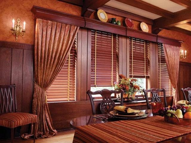 багет для карниза из древесины в деревенском стиле