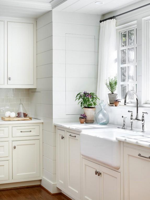 белый тюль в кухне