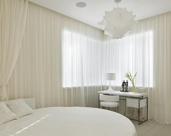 золотмсто-белый тюль в спальне