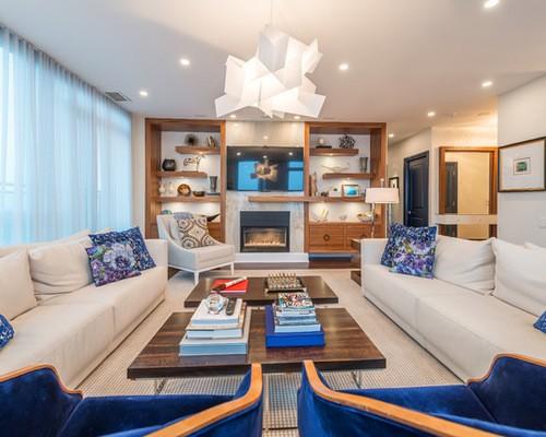 тюль голубого цвета в большой гостиной в морском стиле