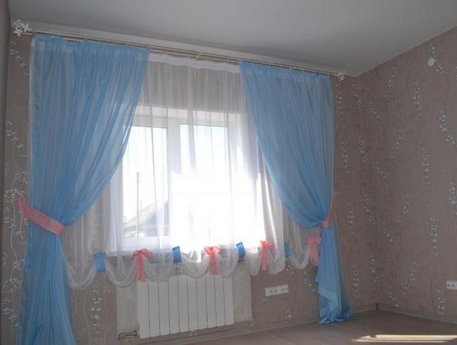 тюль голубого цвета в детской комнате