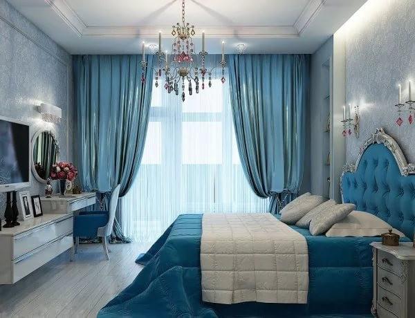 голубой тюль и шторы в спальне