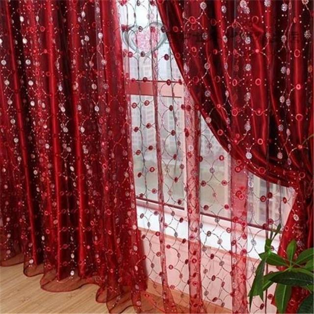 красный тюль в вышивкой