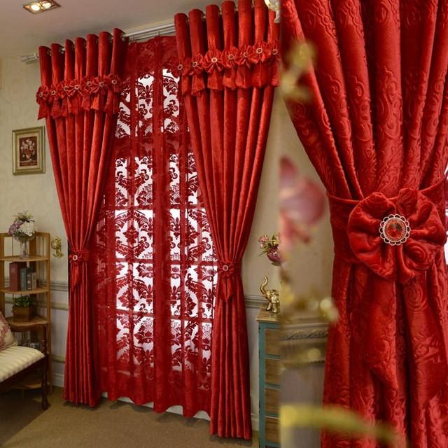 красные портьеры и тюль красного цвета