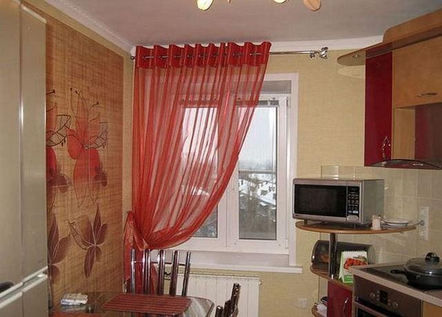 тюль красного цвета в кухне