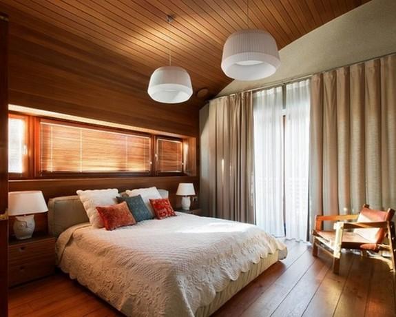 шторы на большом окне в спальной комнате