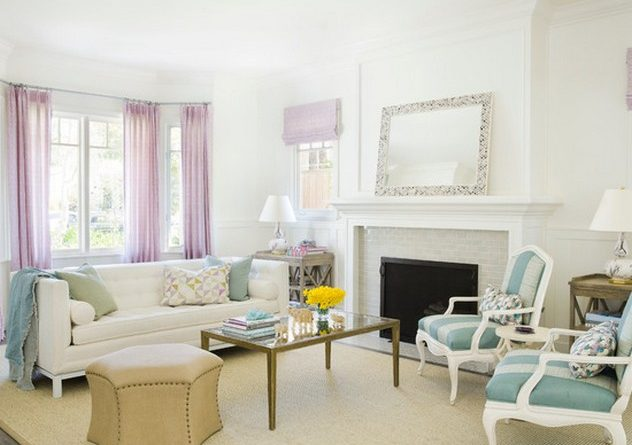 розовые занавески к белым стенам в гостиной