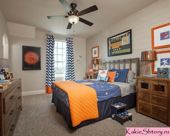 оранжеов-синие шторы к серым стенам в детской