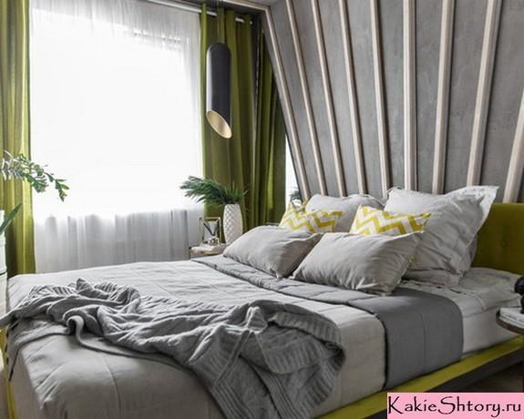 зеленые шторы к серым обоям в спальне
