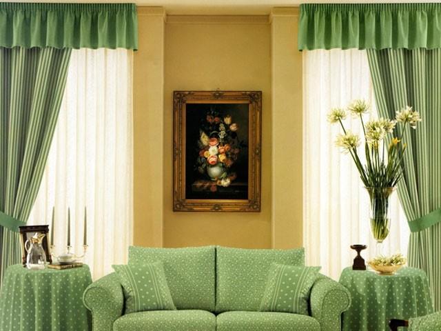 занавески на два окна в классической гостиной
