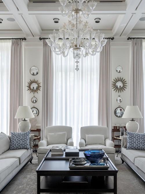 портьеры на 2 окна в гостиной в классическом стиле