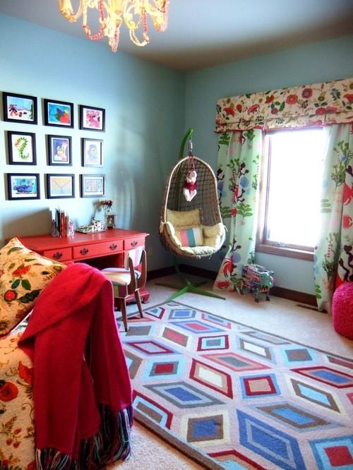 цветные шторы к голубым обоям в детской