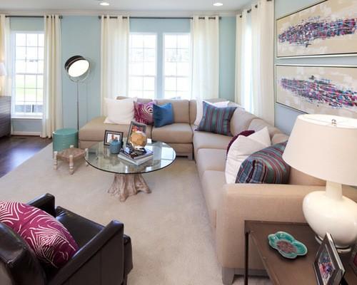 белые шторы к голубым обоям в гостиной