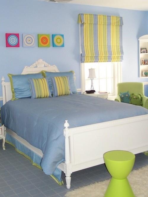 желто-голубые шторы к голубым стенам в спальной