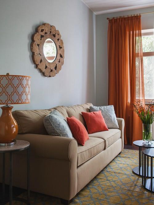 оранжевые шторы к голубым стенам