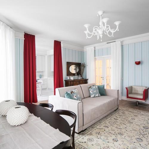 красные шторы к голубым обоям в гостиной