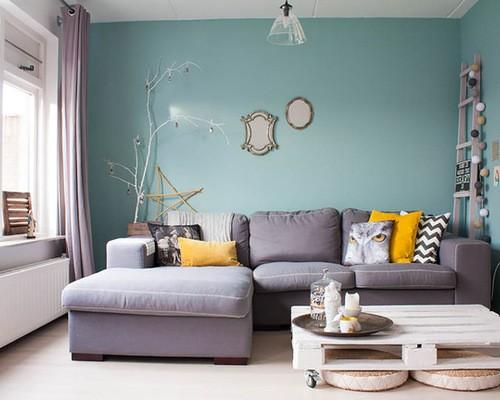 шторы к голубым стенам гостиной