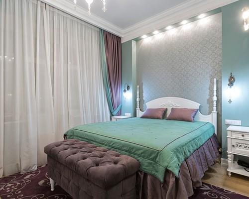 шторы к голубым стенам в спальне