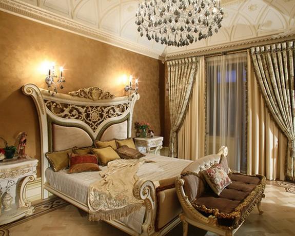 общая цветовая гамма коричневых обоев и штор в спальне