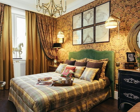 портьеры к коичнвым обоям в спальной комнате