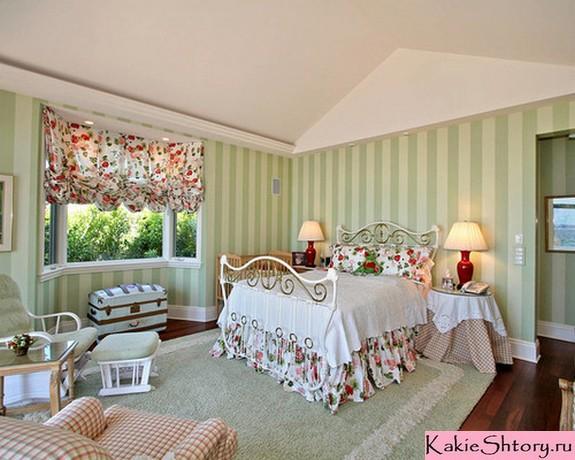 шторы в цветочек в спальне кантри