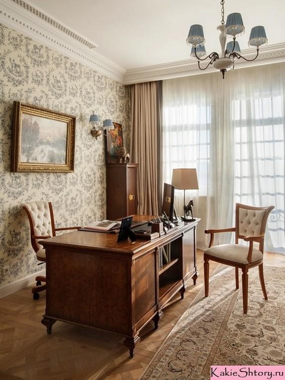 молочный тюль и бежевые шторы в кабинете