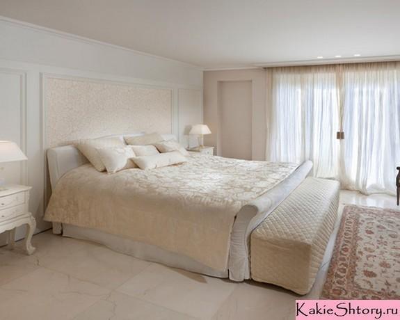 молочный тюль в спальной комнате
