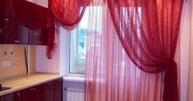 фото красного тюля в кухне