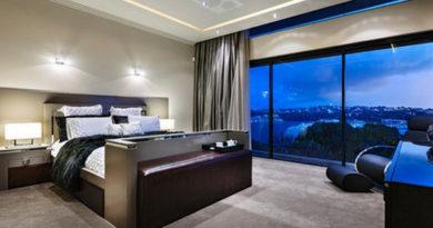 шторы на большом окне в спальне
