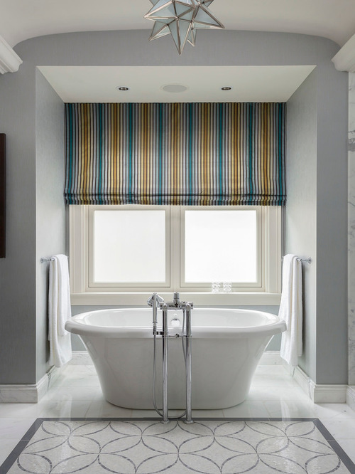 полосатые шторы в ванной