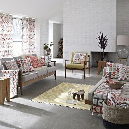 единая цветовая гамма штор и обивки мебели