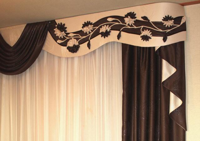 жеткий ламбрекен закрывает карниз для штор