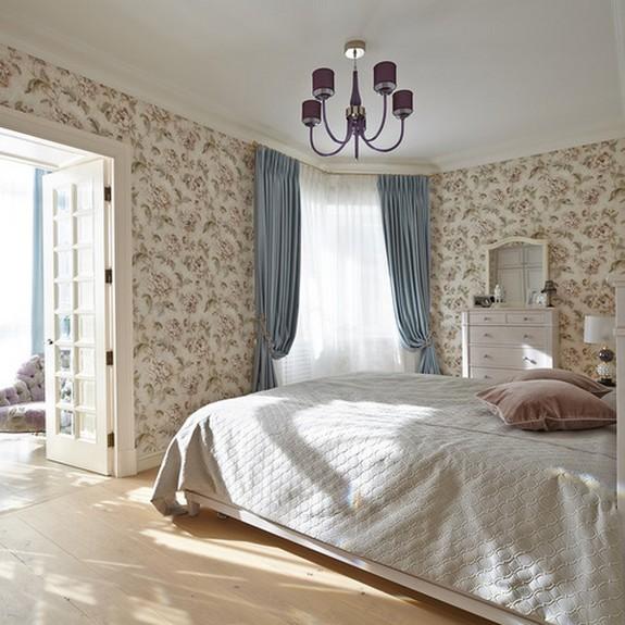 голубые портьеры в спальне прованс