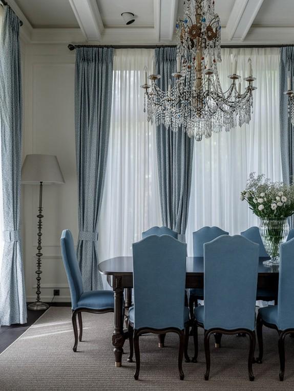 голубые портьеры в столовой